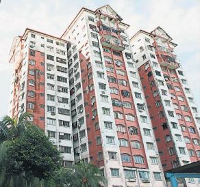 越来越多国人居住在高楼, 有必要推行更完善的管理法令。(档案照)